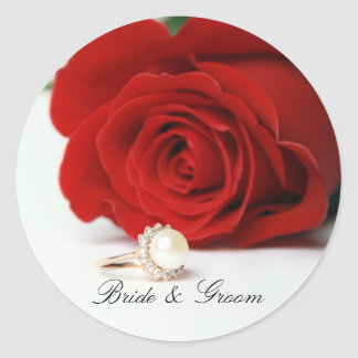 Etiquetas redondas da noiva & do noivo com rosa adesivo