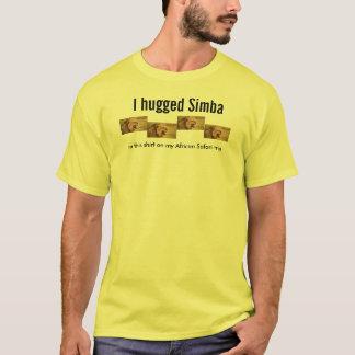 Eu abracei a camisa amarela de Simba