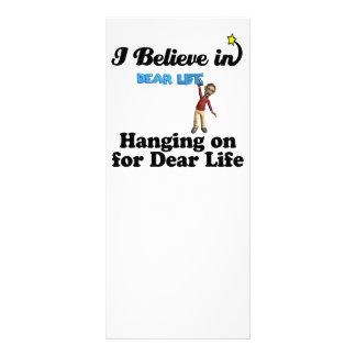 eu acredito na suspensão sobre para a cara vida panfleto personalizado