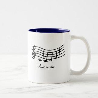 Eu amo a música, notas em canecas onduladas da