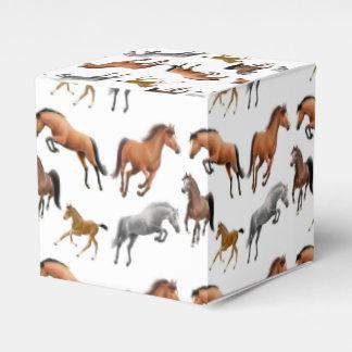 Eu amo caixas do favor dos cavalos