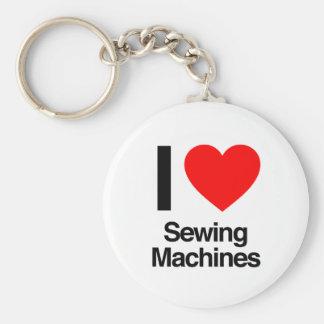 eu amo máquinas de costura chaveiro