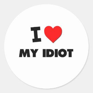 Eu amo meu idiota adesivo redondo
