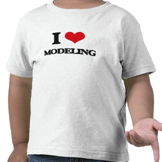 Eu amo modelar camisetas