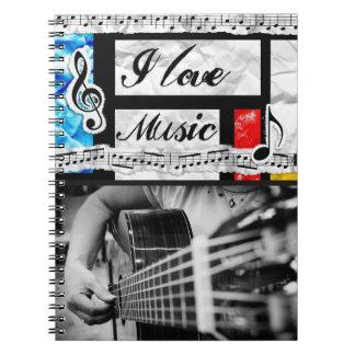 Eu amo o caderno do guitarrista das notas musicais
