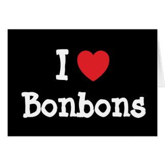 Eu amo o t-shirt do coração dos bombons cartao