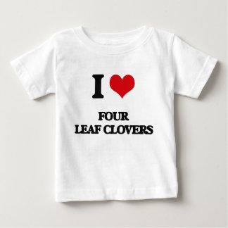 eu AMO quatro trevos da folha Tshirts