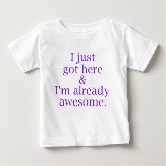 Eu apenas obtive aqui & eu sou já impressionante - camiseta para bebê