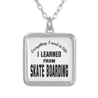 Eu aprendi do embarque do skate pingentes