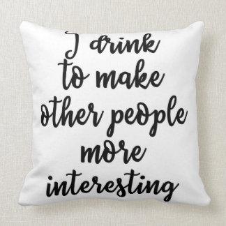 Eu bebo para fazer outras pessoas mais almofada