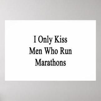 Eu beijo somente os homens que funcionam maratonas poster