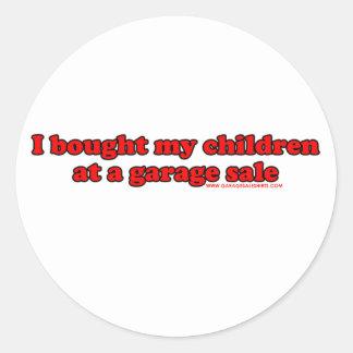 Eu comprei minhas crianças em uma venda de garagem adesivo em formato redondo