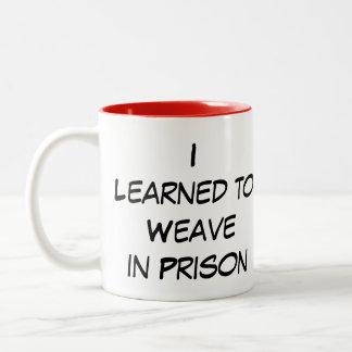 Eu de Yarnivore aprendi tecer na caneca da prisão