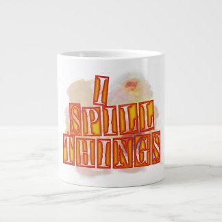 Eu derramo a caneca de café enorme das coisas