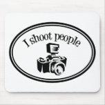 Eu disparo nas pessoas a câmera retro B&W do fotóg Mousepad