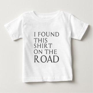 Eu encontrei esta camisa na estrada
