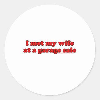 Eu encontrei minha esposa em uma venda de garagem adesivos em formato redondos