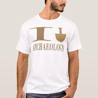 Eu escavo camisas da arqueologia