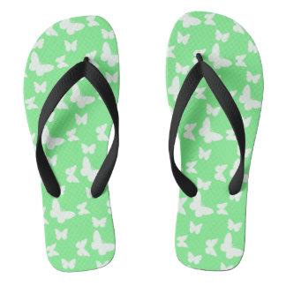 Eu estou feliz! chinelos verdes da borboleta