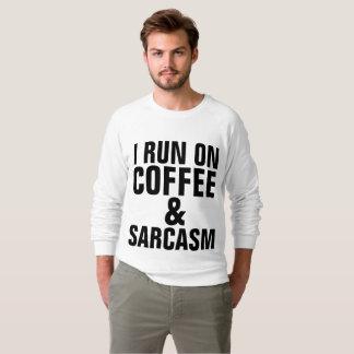 EU FUNCIONO em camisetas engraçadas do CAFÉ & do