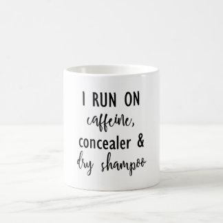 Eu funciono na cafeína, no Concealer & na caneca