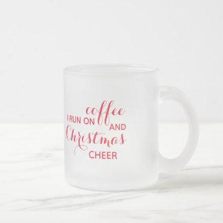 Eu funciono na caneca do fosco do café e do elogio