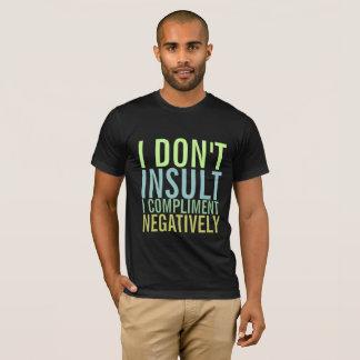 Eu não me insulto felicito negativamente camiseta