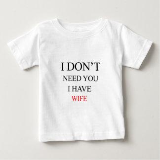 eu não o preciso que eu tenho a esposa camiseta para bebê