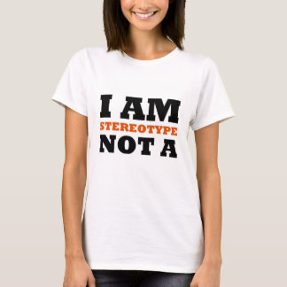 EU NÃO SOU UM ESTEREÓTIPO--Corajoso (mulheres) Camiseta
