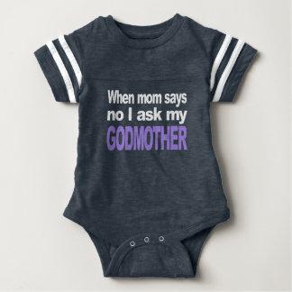 Eu pergunto a minha madrinha t-shirt