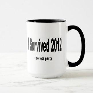 """""""Eu sobrevivi a 2012"""" canecas"""