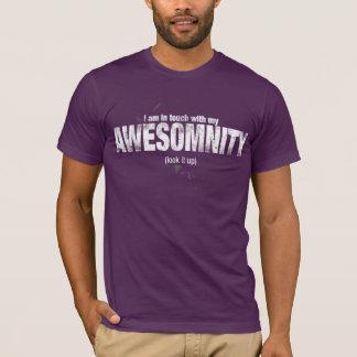 Eu sou em contacto com minha camisa de AWESOMNITY