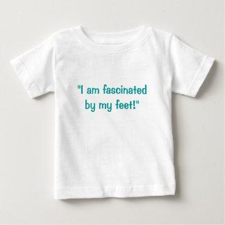 """""""Eu sou fascinado por meus pés! """" Camiseta Para Bebê"""