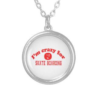 Eu sou louco para o embarque do skate colar com pendente redondo