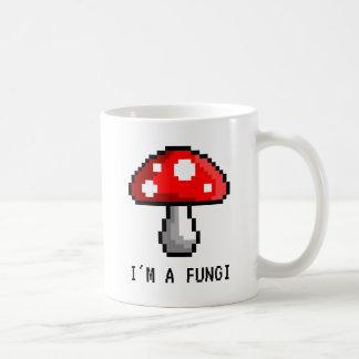 Eu sou uma caneca do cogumelo do pixel dos fungos