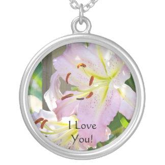 Eu te amo! Lírios do rosa da colar da prata esterl