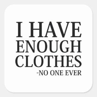 Eu tenho bastante roupa adesivo quadrado