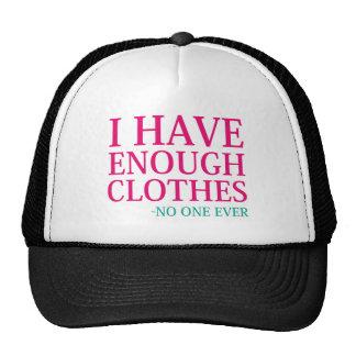 Eu tenho bastante roupa boné