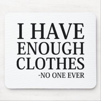 Eu tenho bastante roupa mouse pad
