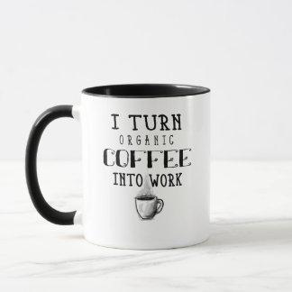 Eu transformo o café orgânico na caneca de café do
