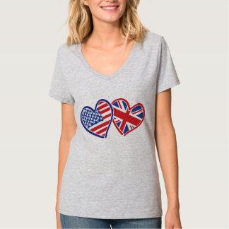 EUA e coração BRITÂNICO da bandeira T-shirts