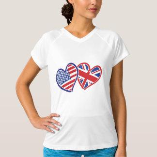 EUA e corações patrióticos BRITÂNICOS da bandeira Camiseta