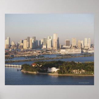 EUA, Florida, Miami, arquitectura da cidade com li Poster