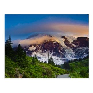EUA, Washington, o Monte Rainier. Sol da manhã Cartão Postal
