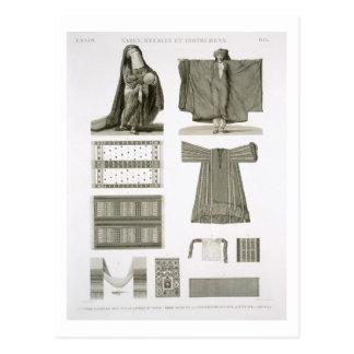 Exemplos dos trajes de seda e egípcios, 'de Desc Cartão Postal
