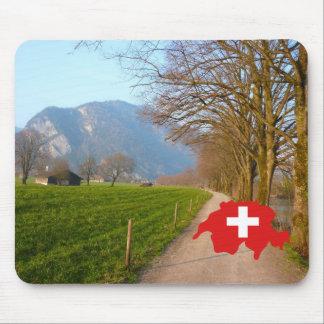 Explore a suiça, cena suíça, mapa com bandeira mouse pad