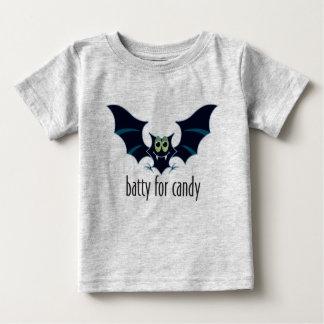 Extravagantemente para a camisa do Dia das Bruxas