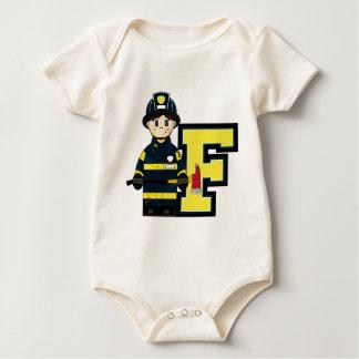 F é para o bombeiro dos desenhos animados macacãozinho para bebê