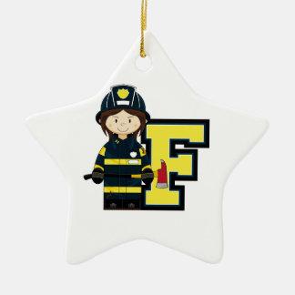 F é para o bombeiro dos desenhos animados ornamento de cerâmica estrela