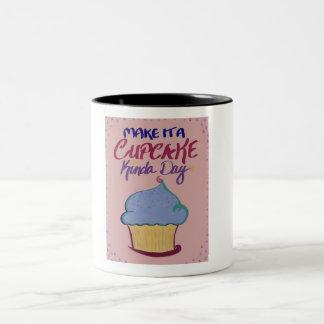 Faça-lhe um tipo do cupcake do dia: caneca de dois